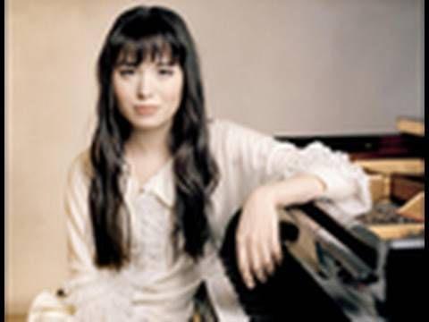 Alice Sara Ott: Alice Sara Ott plays Chopin's Complete Waltzes