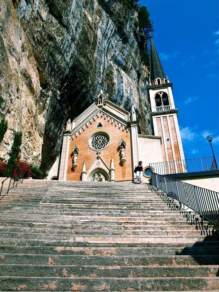 Madonna della corrona, Italy