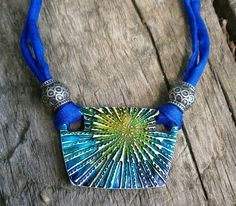 Tutorial for using alcohol ink with polymer clay to make this necklace…