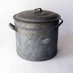 Ketel werd op een grote gaspit gezet voor de kookwas - bewri