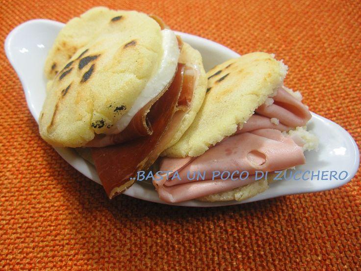 Ricetta focaccine con farina di mais, le arepas, ideali per i celiaci. Gluten free.