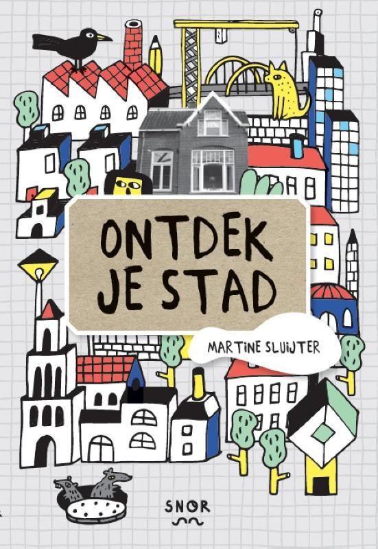 Ontdek de stad waarin je woont! Dit boek moedigt kinderen en ouders aan om buiten hun vertrouwde buurtje te stappen en op zoek te gaan naar avontuur in de stad. Jouw woonplaats kan een interessante en avontuurlijke plek zijn, als je maar weet hoe je de interessante dingen en de prent kunt opzoeken. De makers van dit boek leren je anders te kijken naar je stad en je zult versteld staan hoe tof deze is. Dit Stadsdoeboek is om in te te tekenen en te plakken, om inspiratie uit te halen voor…