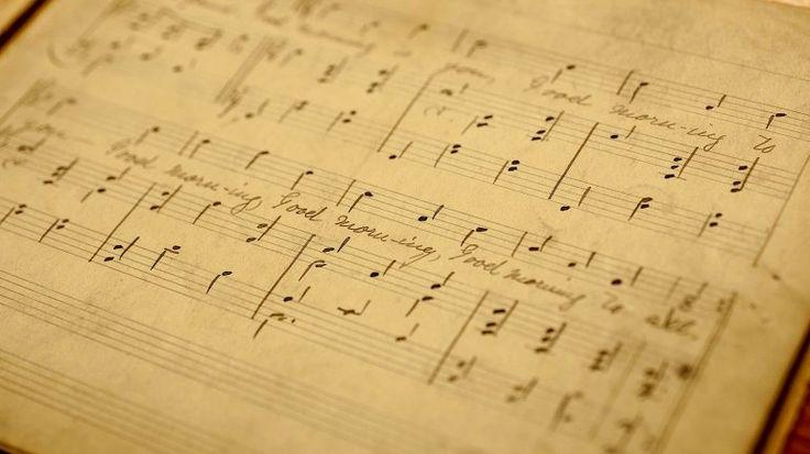 Un bibliotecario de la Universidad de Louisville descubrió los pentagramas que dieron origen a la popular canción. Esto podría tener un impacto en los beneficios por derechos de autor, actualmente en manos de Warner Music