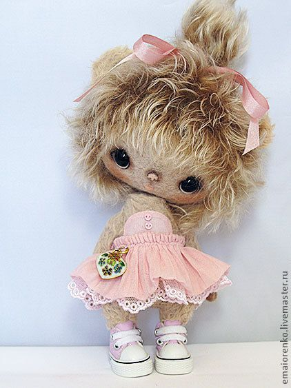 love, love, LOVE this little bear! so dainty and oh so sweeeet.....