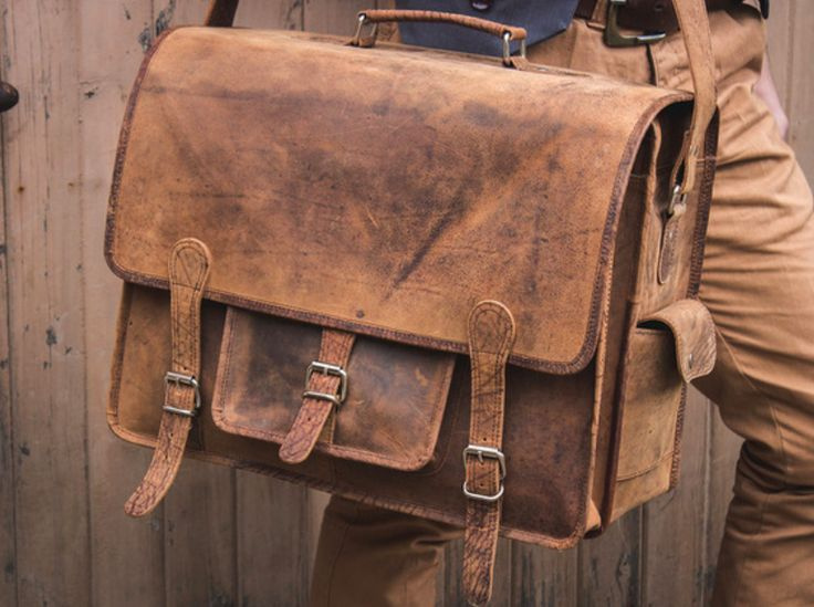 Scaramanga's versatile men's leather Overlander bags are the perfect men's leather bag for men who have a lot to carry. #giftidea #leatherbag #vintage