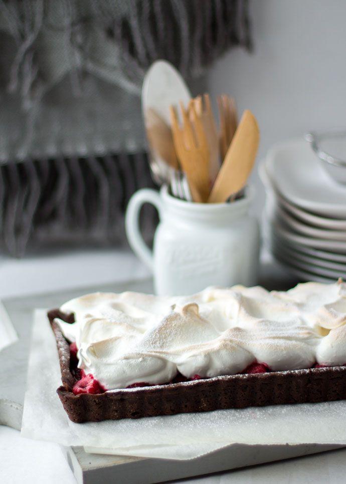 Hoe krijg je een frambozen meringue chocoladetaart zo smakelijk mogelijk op de foto? Dat is bij nader inzien best wel een lastige, maar ik wilde jullie toch graag de binnenkant laten zien. Want dat verleidt uiteindelijk toch meer de geest, tenminste dat hoop ik. Voor die binnenkant moet je wel even doorklikken. Het belangrijkste aan...Lees Meer »