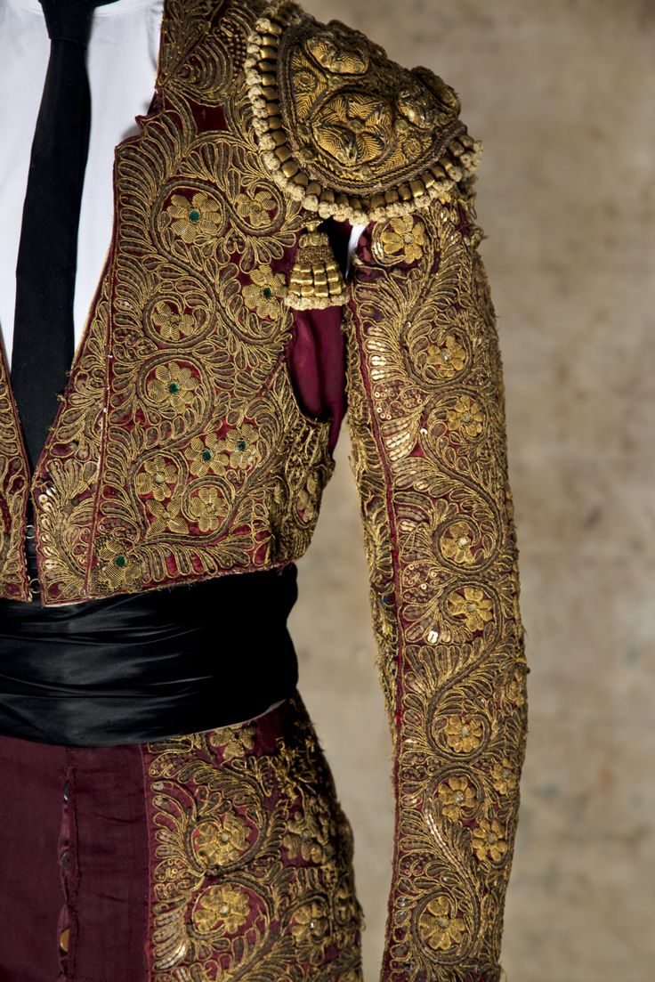 Trajes de luces Dominguín Luis Miguel and his master Manolete in silk satin, embroidered in gold and silver tinsel.  Donation Luis Miguel Dominguín.