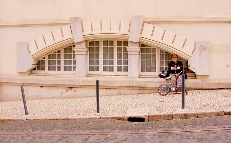 Tämä on tarina pienestä miehestä ja hänen sinisestä My Little Pony -pyörästä. Matkustaessamme Mikon kanssa, herätämme toisinaan ohikulkijoiden huomion. Myönnettäköön, että emme taida olla kovin tav…
