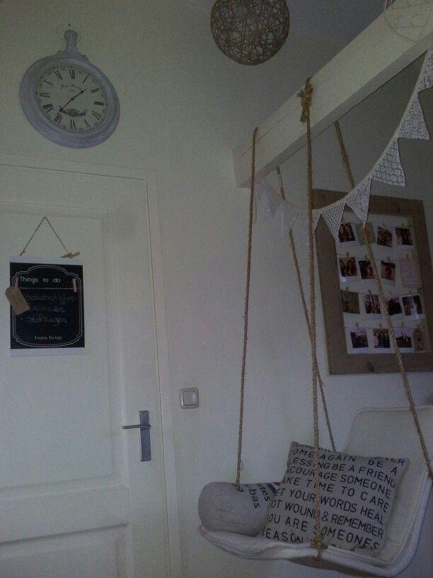 Schommelstoel DIY, kussen met tekst DIY, polaroid fotolijst steigerhout DIY, klok, lamp DIY