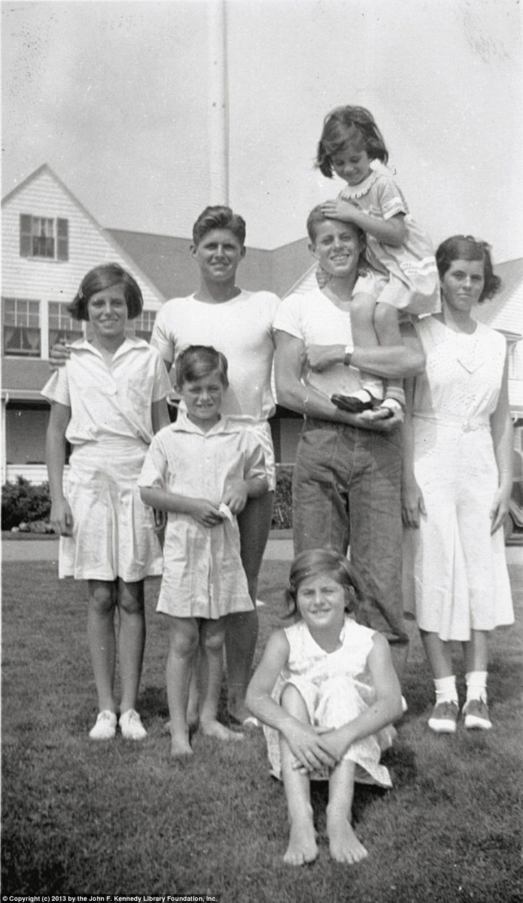 Young John F Kennedy And His Siblings
