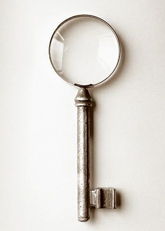 Chema Madoz (llaves que abren visiones). Cool key to open a view.