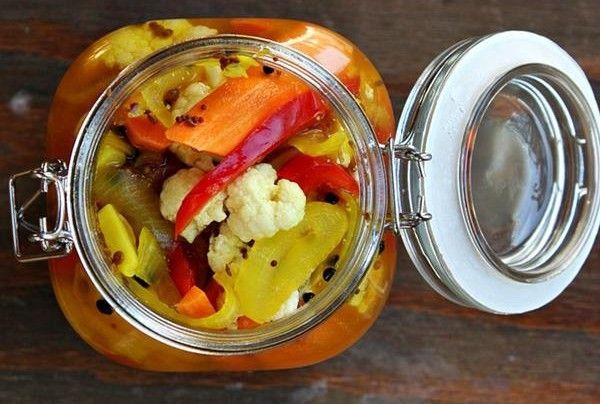 Savanyítsunk zöldségeket! Hogyan készítsünk vitamindús savanyúságot?