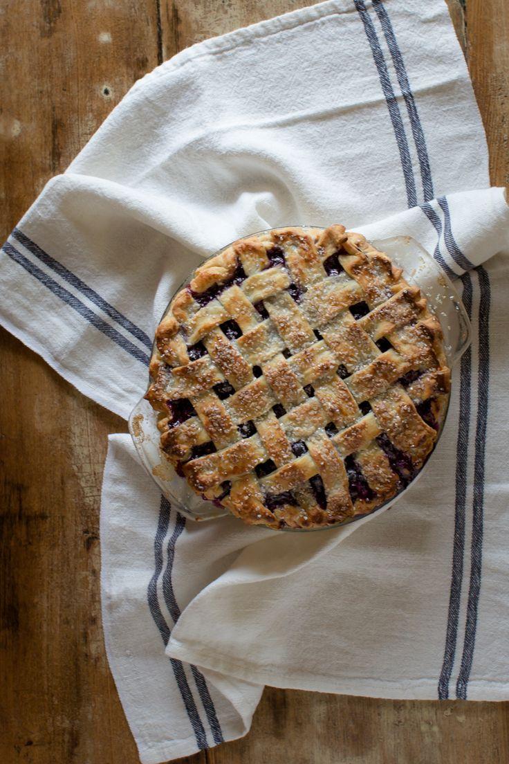 blueberry_Pie_tableanddish