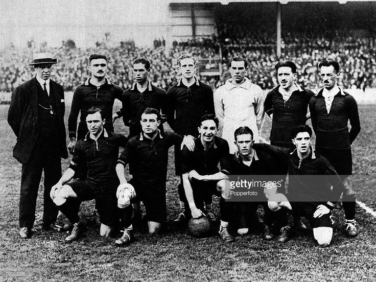 sport-football-1920-olympic-games-antwerp-belgium-the-gold-medal-if-picture-id79023035 (1024×768)