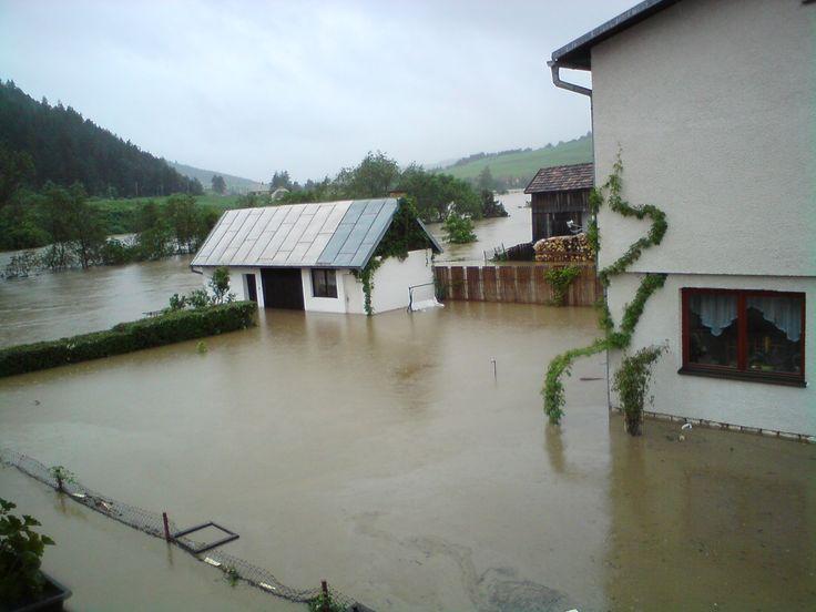 Lodzina poškodila dôležité obecné stavby, akými sú škôlka, škola Situácia sa s menšími odchýlkami opakuje rok čo rok. Dedina preto potrebuje účinný protipovodňový projekt.