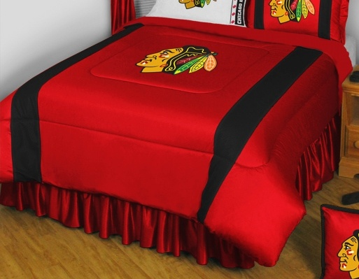 This Chicago Blackhawks Sidelines Collection Comforter Will Look Great  Decorating The Bedroom Of Any Child, Youth, Or Adult Chicago Blackhawks Fan.