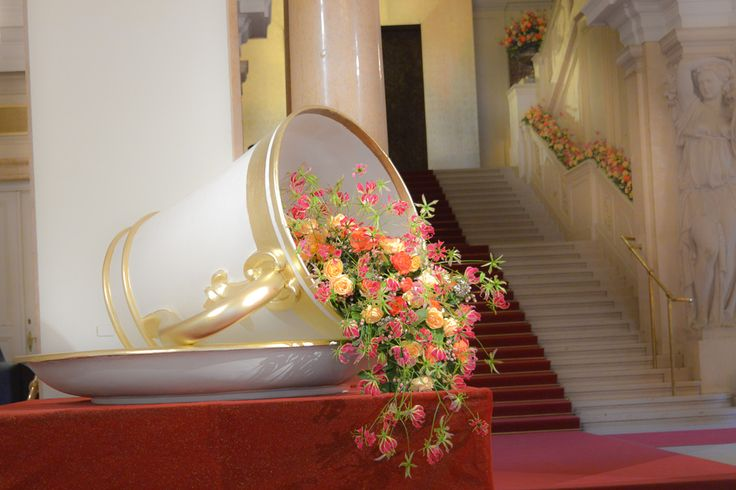 floral decoration at the ball of the viennese coffee house owners