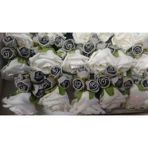Mooie foamcorsages http://www.goedkoop-bloemschikken.nl/11803-thickbox/-corsage-roos-roomwit-grijs-cpr131.jpg