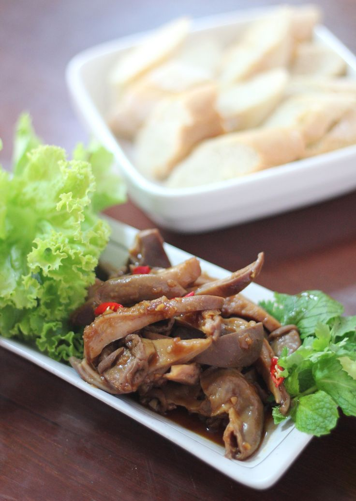 Stewed pork intestine