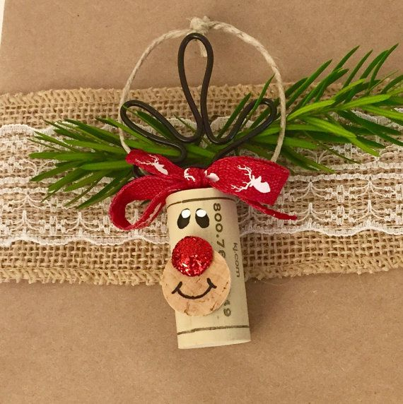 This listing is for a Set of 6 Wine Cork Ornaments. The set includes 4 Rudolph Cork Ornaments and 2 Snowman Cork Ornaments. They will come packaged as a gift set like shown.  Here are just a few ideas of what these can be used for:  -Wine Lovers Gift Set -Wine Bottle Charms - Add one to every bottle you give as a gift! -Christmas Party Favors -Cookie Swap Favors/Decor -Christmas Tree Ornaments -Gift Wrap Embellishment  This is cork recycling at its best! These adorable Reindeer and Snowmen…