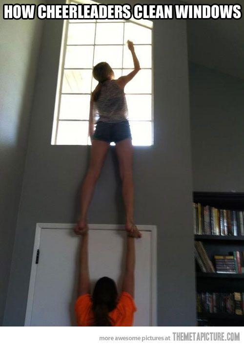 Cheerleaders at work… #Cheerleader #cheer #cheerleading