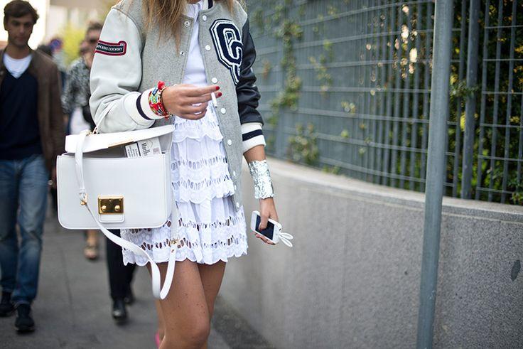 Street Style: looks sporty (pero chic). ¿Varsity jacket con un little white dress? Es posible en las calles de Milán.