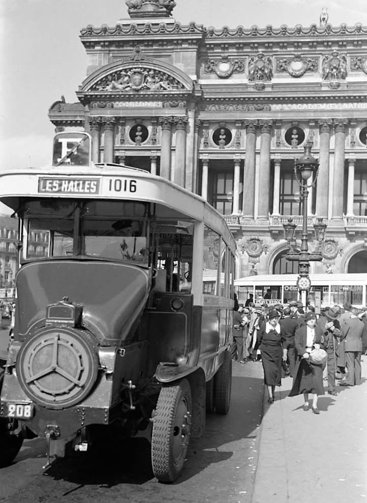 Prendre le bus à l'#Opera... oui mais en 1936...Du changement? #Paris #vintage #histoire #tourisme  #ratp #transport #circulationalternee