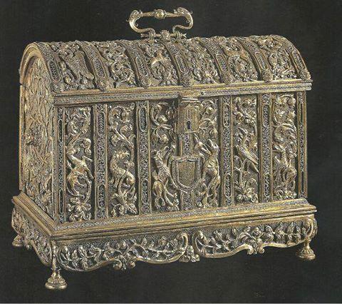 Cofre de Isabel la Católica. Plata sobredorada. Museo de la Capilla Real de Granada