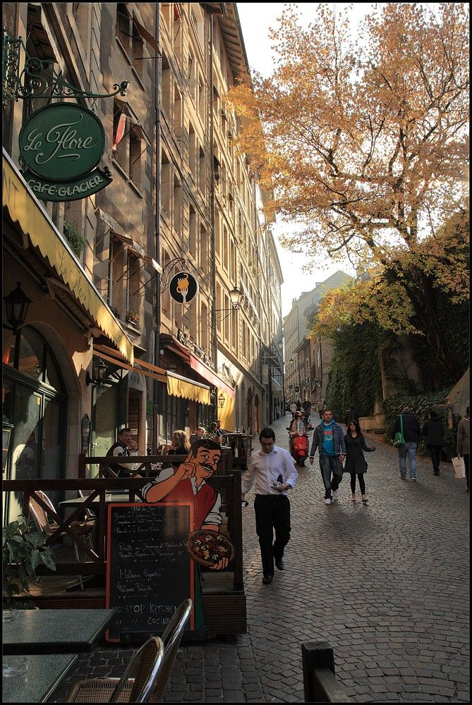 This the road that takes you to up to the byo poulet restaurant! Geneva, Switzerland