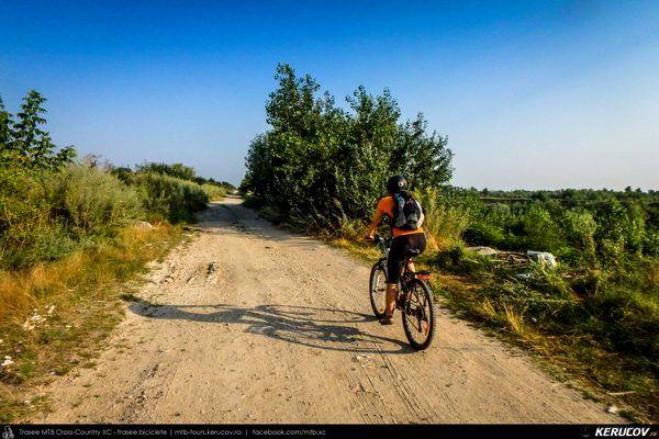 Traseu cu bicicleta SSP Bucuresti - Jilava - 1 Decembrie - Adunatii-Copaceni - Bucuresti (popas pe malul Raului Arges) . SSP Bicycle Ride Bucharest - Jilava - 1 Decembrie - Adunatii-Copaceni - Bucharest (Halt On The Arges River Bank) - Judetul Ilfov, Romania