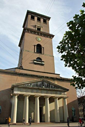 La cathédrale Notre-Dame de Copenhague est la principale église luthérienne de Copenhague, la capitale du Danemark