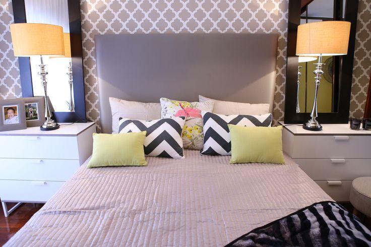 Paulo Piteira | Quarto | Bedroom | Cama de Casal | Double Bed | Cushions | Pillows | Candeeiro | Table Lamps | Cómodas | Chest of Drawers | Armchair | Trellis Wallpaper | Animal Print Throw | Home | Interior | Design