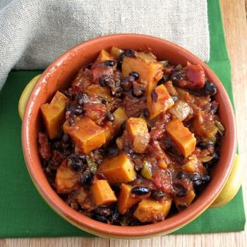 Everyone loves a Chilli Con Carne, but if you're a vegetarian options are somewhat more limited. This Slow Cooker Sweet Potato Chilli does not disappoint and has absolutely bags of flavour!