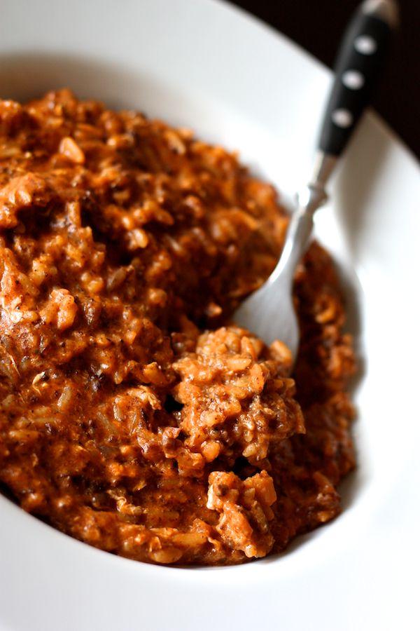 En voilà un plat coloré, aux accents espagnols! J'ai tout simplement improvisé cette recette avec les restes du frigo et je me suis retrouvée avec un plat sublime et délicieux :-)  J'adore la morcilla de Burgos, une sorte de boudin noir au riz espagnol que je mange souvent revenu