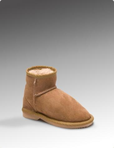 KOALABI KIDS ULTRA SHORT |  Why should adults have all the fun? Kids are just like any adult, they hate cold feet. So treat them to a pair of our real sheepskin ultra short boots. The warmth and the ease of putting them on or taking them off you can relax knowing that kids have warm feet.