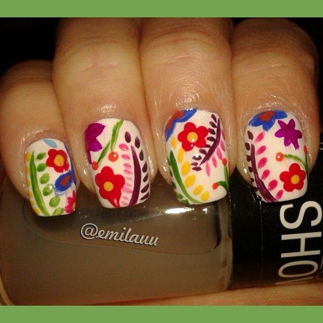 Uñas estilo mexicanas. Festejando que terminé con los segundos parciales! :) // Mexican style #nailart . Celebrating that finished my college exams! :) #mexican #mexico #flores #flowers #colors #inspiration