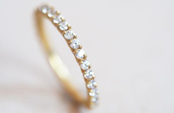 Der Memoire-Ring in der sarah mia Kollektion, ein wahres Kleinod mit Eleganz, bezaubernder Leichtigkeit und 0,46 ct twsi Brillanz. sarah mia fertigt mit viel Achtsamkeit in wiederaufbereitetem oder fair gehandeltem Gold.