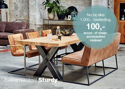 Nordic is een heerlijke barstoel met een verfijnd zwart metalen onderstel. Deze barstoel zonder arm in geweven grijze stof geeft ieder interieur een moderne uitstraling.