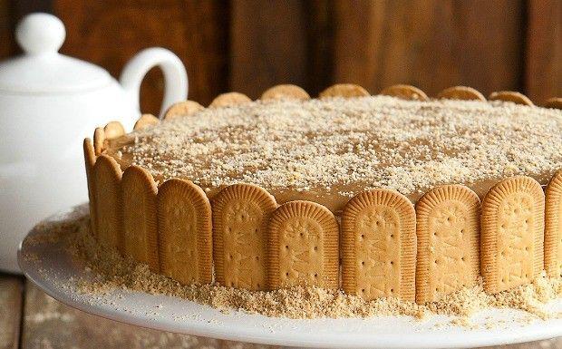 Torta gelada com camadas de doce de leite e biscoito é simples de fazer. Veja como!