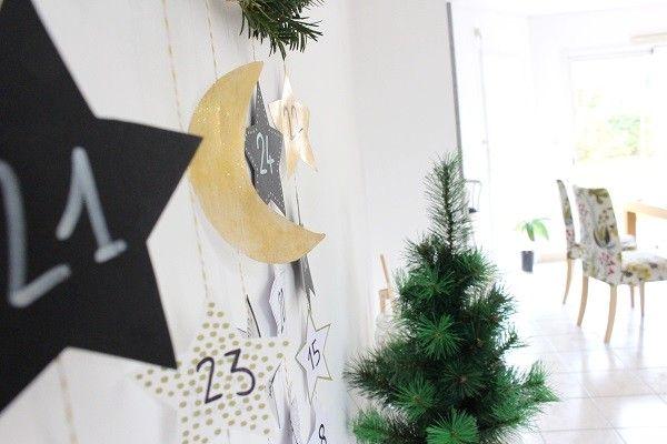 Calendrier de l'Avent Maman Nougatine : étoiles noires et dorée, lune #calendrier #avent #calendrieravent #mamannougatine #diy #faitmaison #lune #moon #etoile #sapin