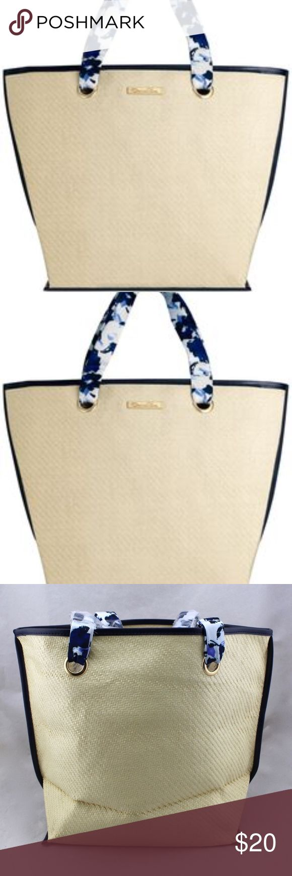 New ! Oscar De Larenta Oscar de la Renta Resort Tote Brand new paper straw bag in original packaging is perfect for the beach, shopping, or travel. Color: navy and white straps. New and never used. Oscar de la Renta Bags Totes