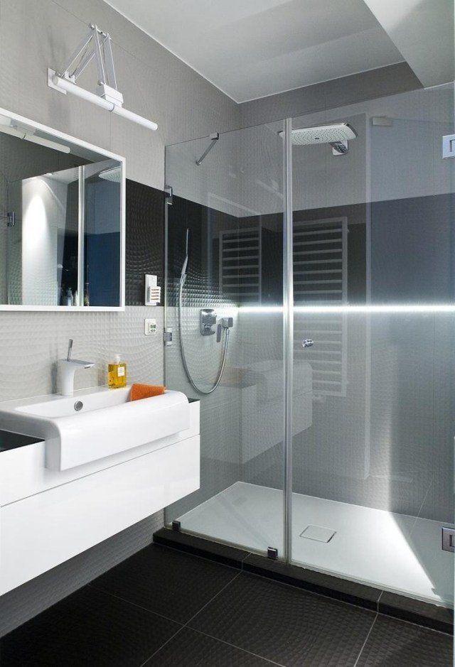 aménagement salle de bain avec une douche à l'italienne avec paroi transparent