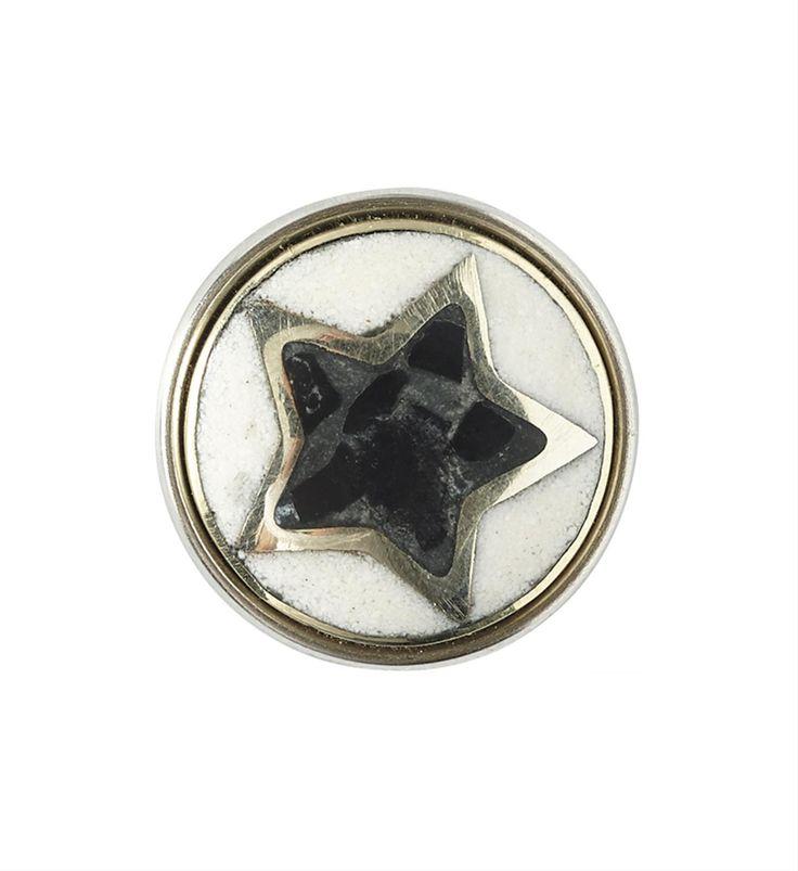 Noosa Amsterdam Pure chunk Pentagram. Het pentagram is een van 's werelds oudste symbolen, afkomstig van de oude Grieken. Het teken staat voor innerlijke balans: helder denken, fysiek sterk zijn en in contact staan met je gevoel - NummerZestien.eu