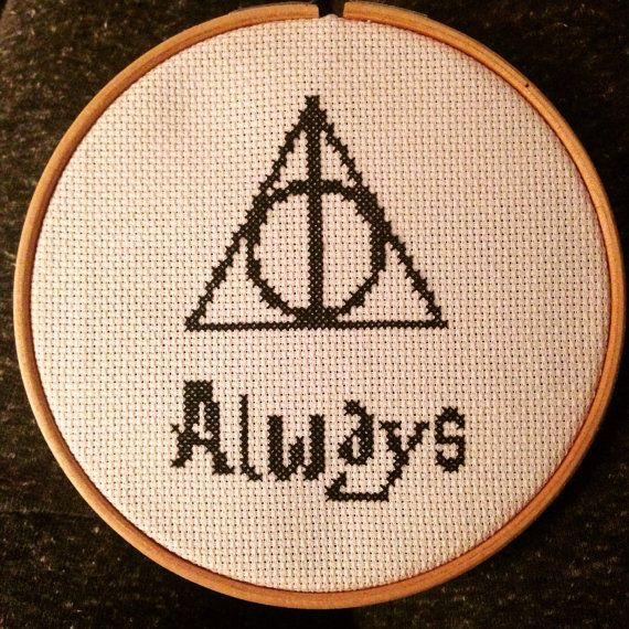 Perfect for any Harry Potter fan! 14 count Aida fabric on an 6 wooden hoop. Colours changeable on request.