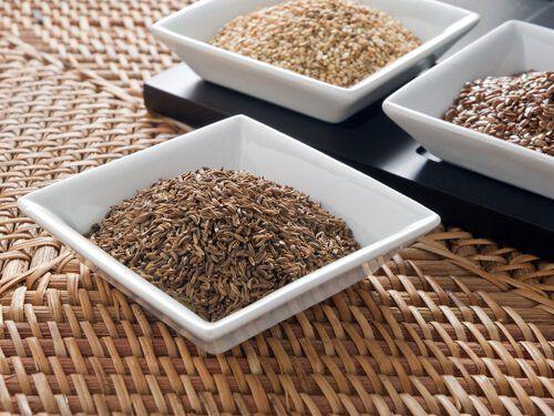 Pestki czy nasiona są przez nas najczęściej po prostu wyrzucane. To ogromny błąd, gdyż z wielu z nich możemy pozyskać wiele właściwości zdrowotnych!