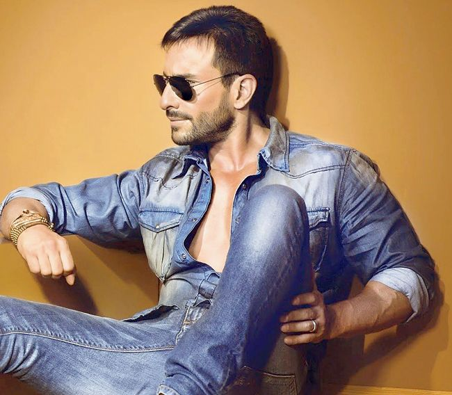 Saif Ali Khan as the leader of the Wolf Pack - Thomas