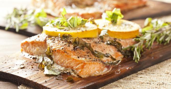Recette de Papillote de saumon au citron et aux herbes Croq'Kilos. Facile et rapide à réaliser, goûteuse et diététique.