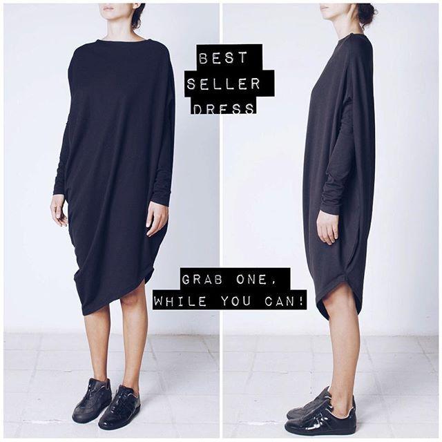 Хит продаж   Базовое черное платье, удачно дополнит гардероб любой женщины.  Наш вариант- ассиметричный крой, модель оверсайз, натуральный хлопок. Отлично сочетается и с туфлями на каблуке, и с кедами. ▪️Онлайн магазин - www.kinoconcept.ru ▪️Доставка по всей России