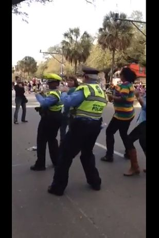 """This Cop Doing """"The Wobble Dance"""" At Mardi Gras Will Restore Your Faith In The Police"""