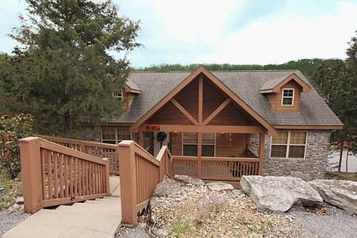 Dakota Lodge Branson West (Missouri) Located 12 km from Branson and 49 km from Eureka Springs, Dakota Lodge offers accommodation in Marvel Cave. Guests benefit from free WiFi and private parking available on site.